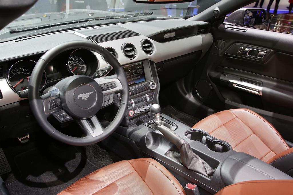 Galerie: Ford Mustang Interieur 2014 | Bilder und Fotos