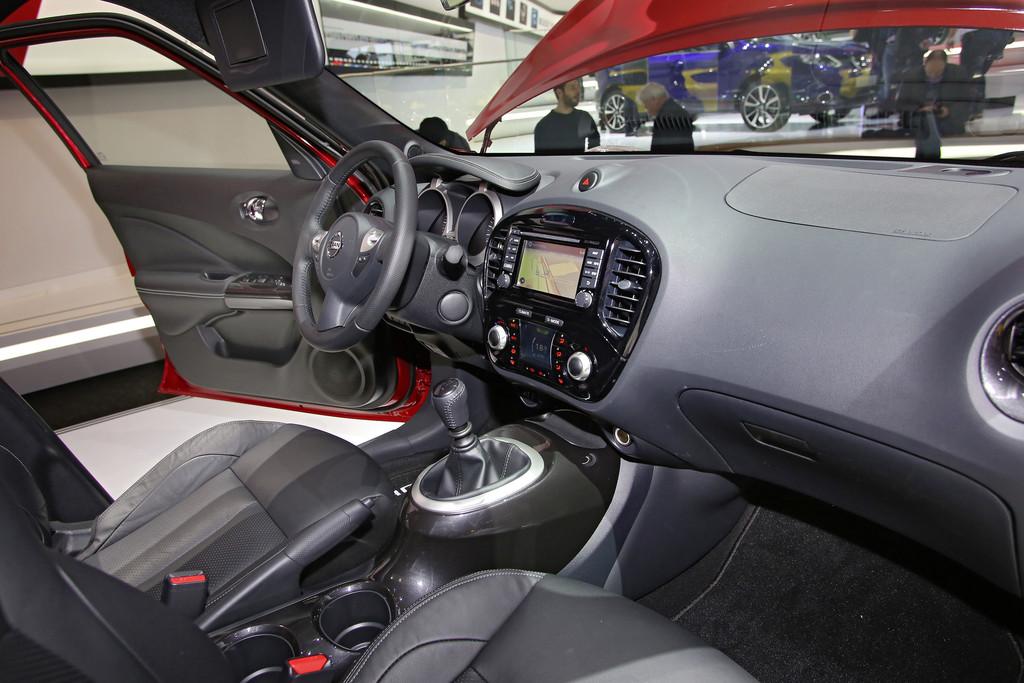 Galerie innenraum nissan juke 2014 bilder und fotos for Nissan juke innenraum