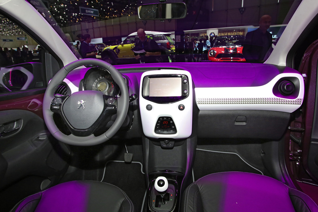 http://www.autosmotor.de/wp-content/uploads/2014/03/Interieur-Peugeot-108.jpg