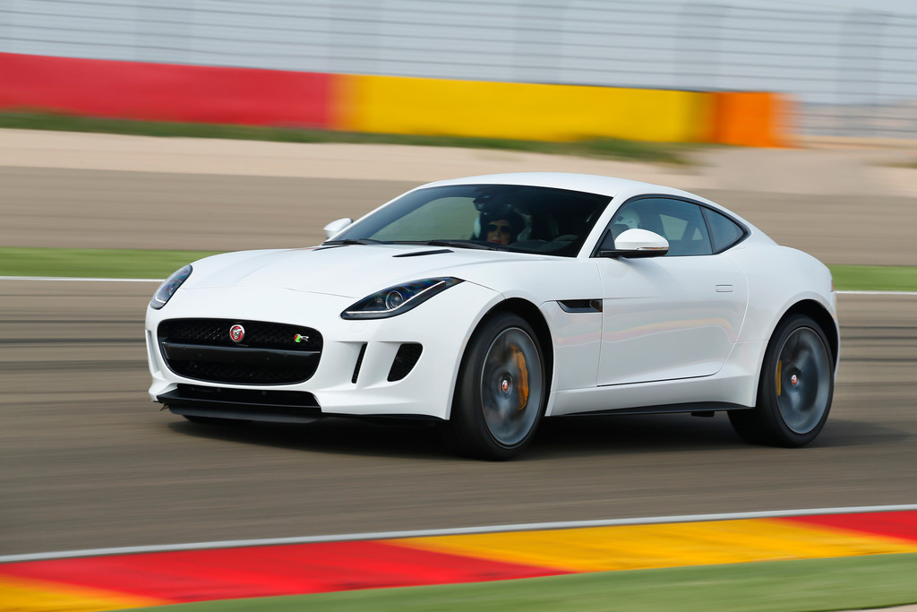 Jaguar F-Type Coupé auf der Rennstrecke bei den Tests