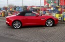 Das getestete Fahrzeug Jaguar F-Type V8 S in rot