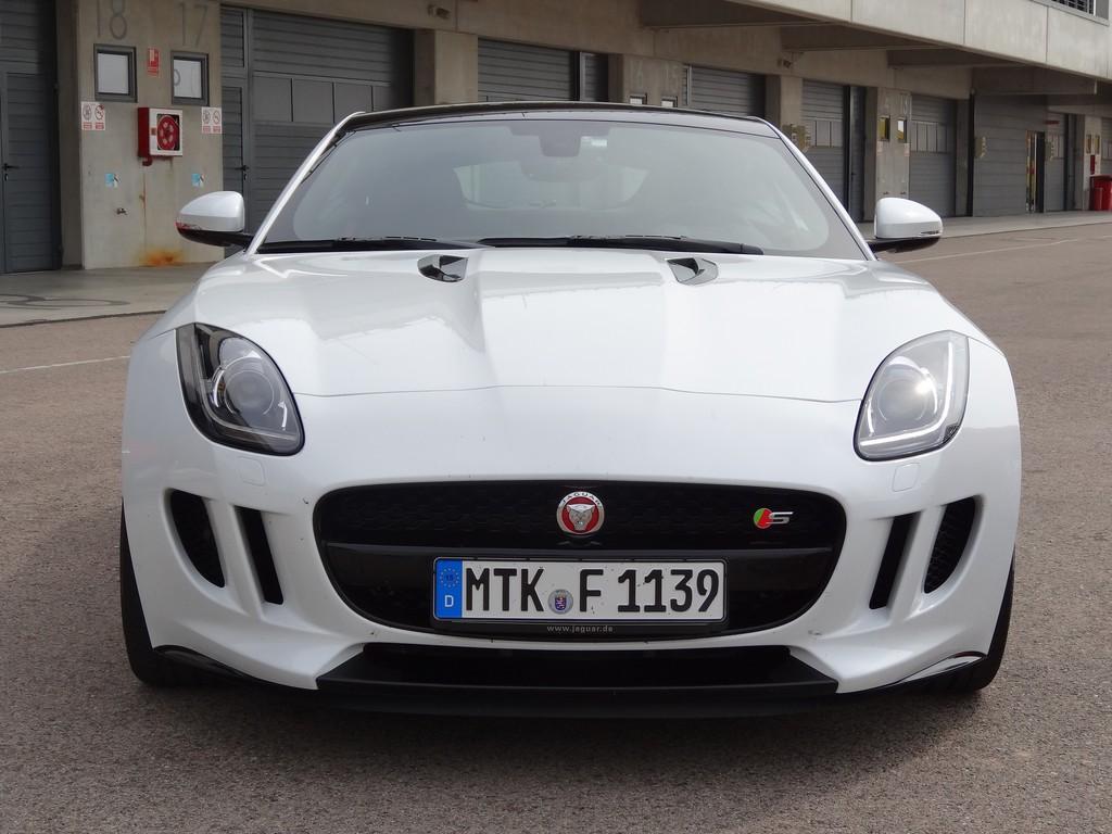 Der Kühlergrill des Jaguar F-Type S Coupé