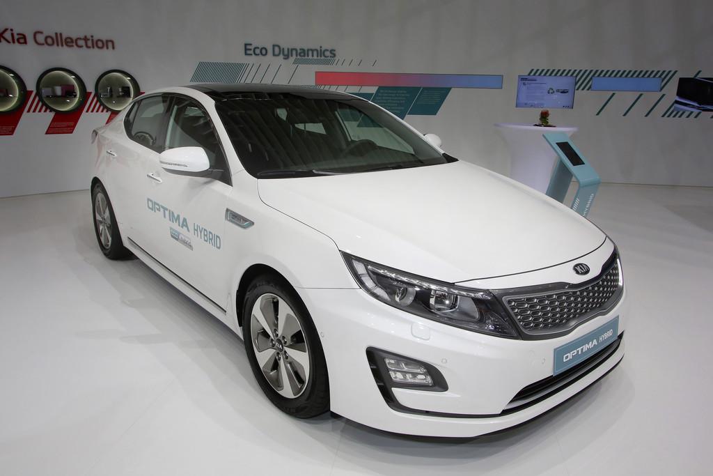 Kia Optima Hybrid auf dem Genfer Automobil-Salon 2014
