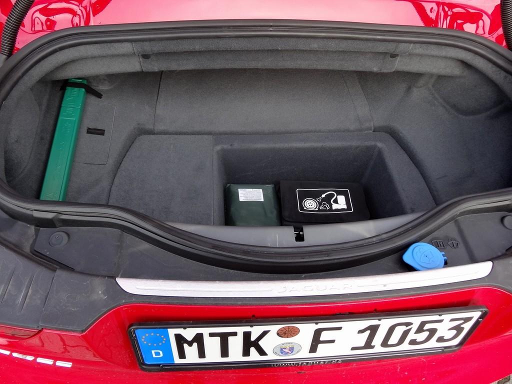 Nicht viel Platz bietet der F-Type Roadster fürs Gepäck