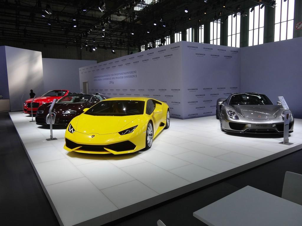 aktuelle Fahrzeuge der Edelmarken Lamborghini, Bugatti und Bentley