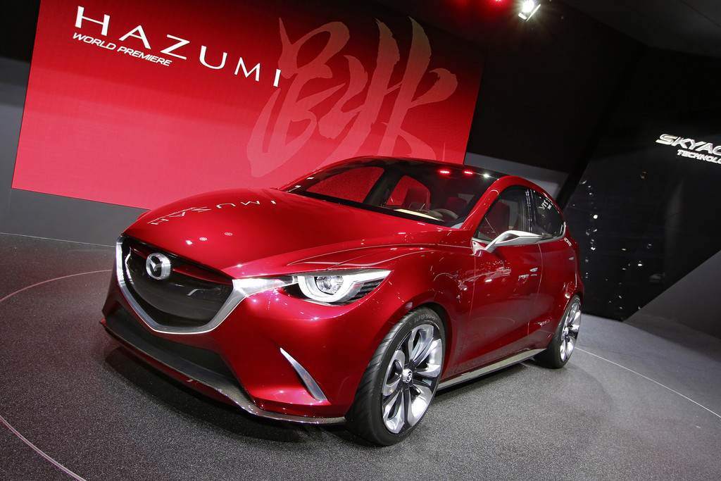 Concept Car Mazda Hazumi in dunkelrot in Genf