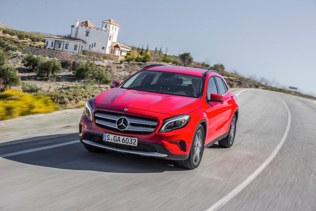 Der neue Kompakt-SUV Mercedes-Benz GLA in rot