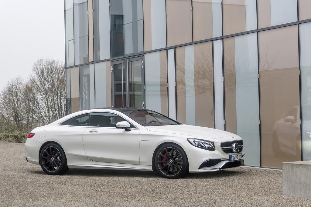 Das neue (2014) Mercedes-Benz S63 AMG Coupé in weiß