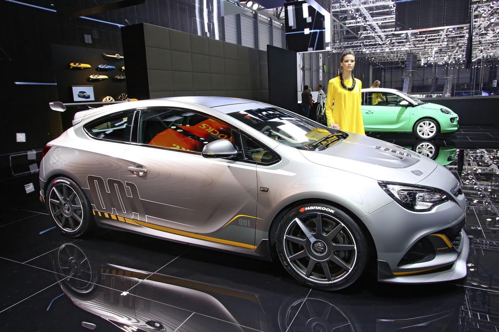 Opel präsentiert den neuen Astra OPC Extreme auf Autosalon Genf 2014