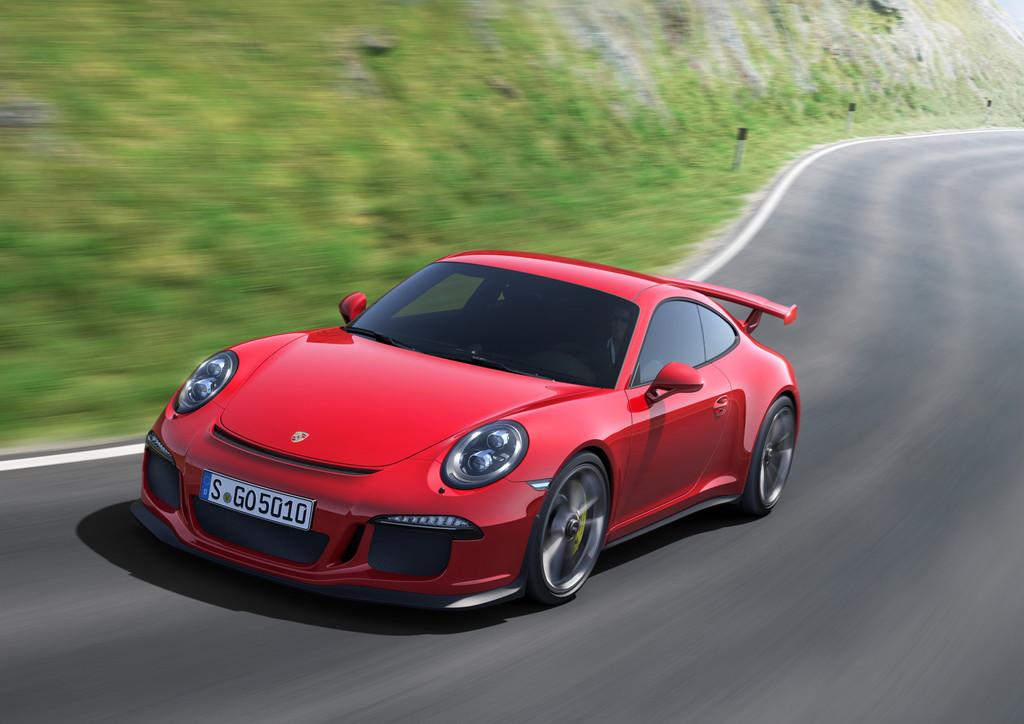 Fahraufnahme vom fahrenden Supersportwagen Porsche 911 GT3