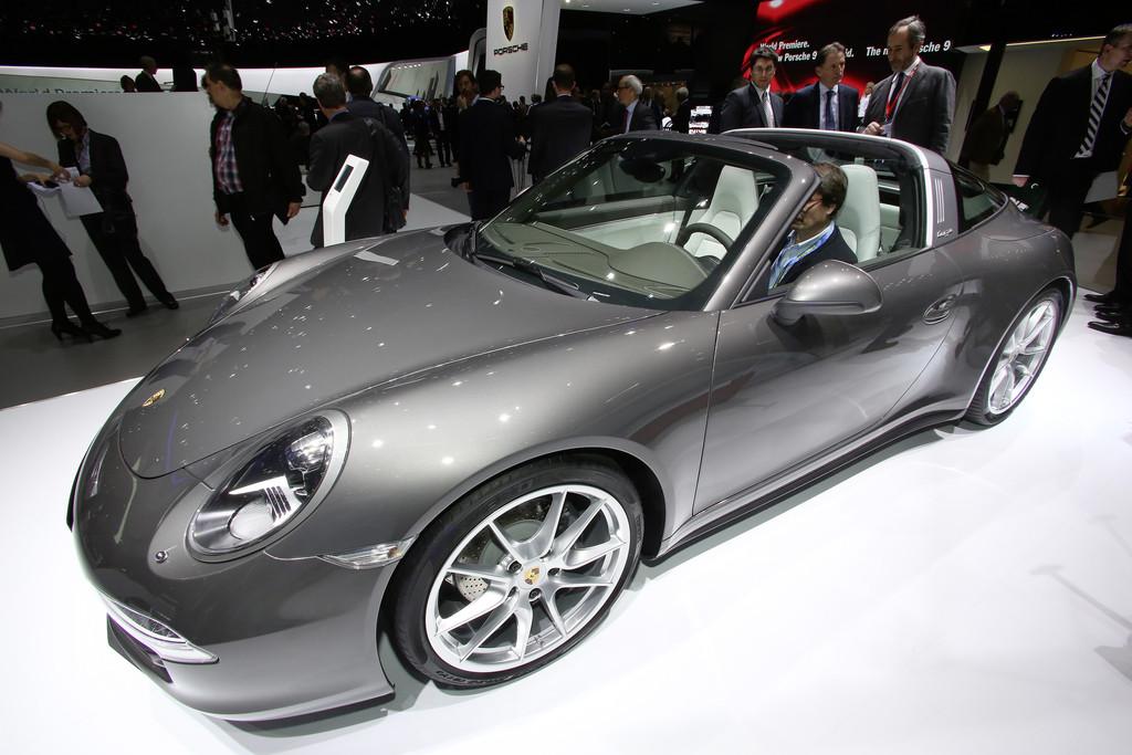Auf der Automesse Genf zeigt Porsche den neuen Porsche 911 Targa