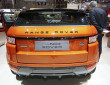 Das Heck des Range Rover Evoque Autobiography in orange