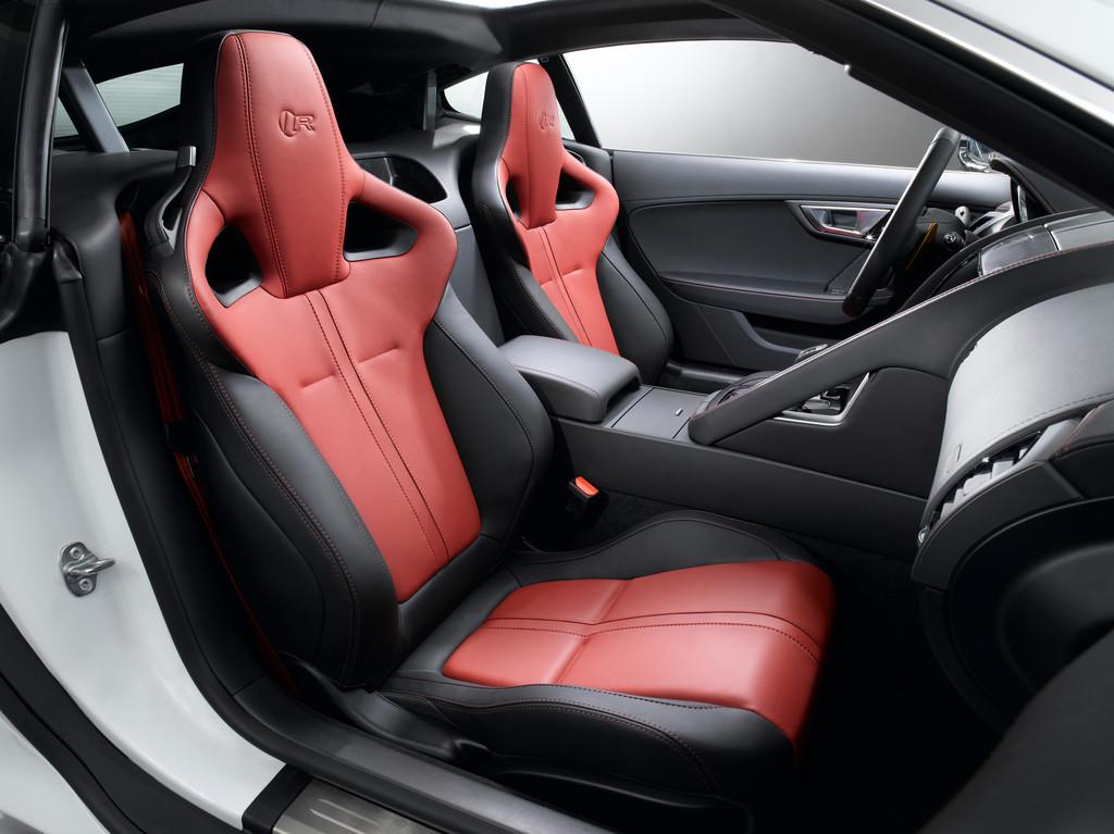 Die Sitze des Sportwagens Jaguar F-Type Coupe