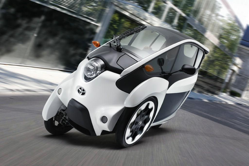 Elektro-Stadtflitzer Toyota i-Road auf den Straßen von Tokio