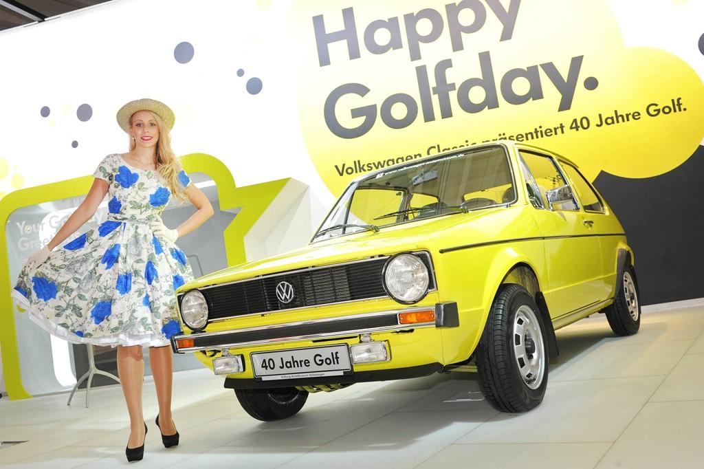 Den VW Golf1 präsentieren die Wolfsburger in gelb