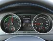 Die Rundinstrumente des Elektroautos VW E-Golf