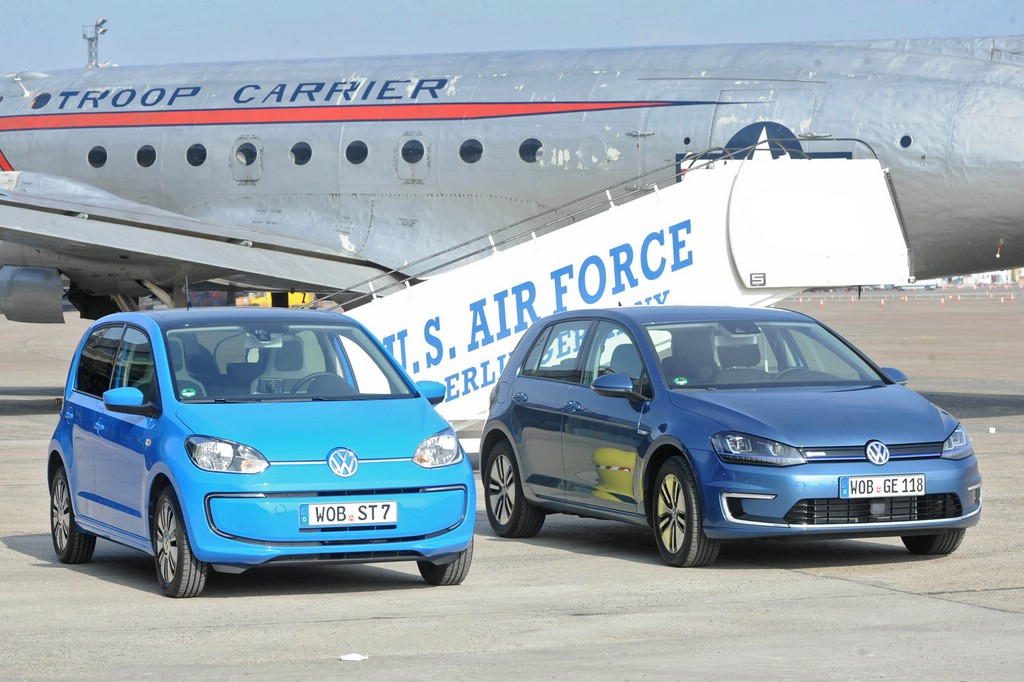 Bildvergleich VW e-Golf und e-up nebeneinander