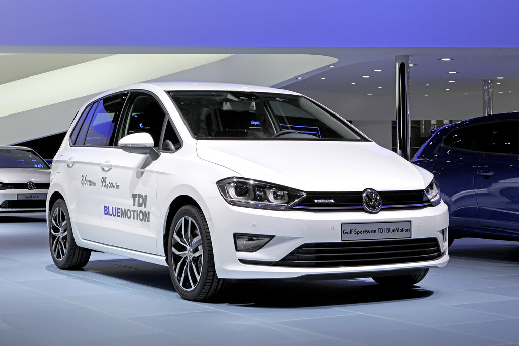 2014er Volkswagen Golf Sportsvan TDI Blue Motion in weiß