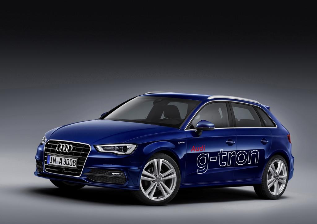 Dunkelblauer Audi A3 Sportback G-tron fährt auch mit Erdgas