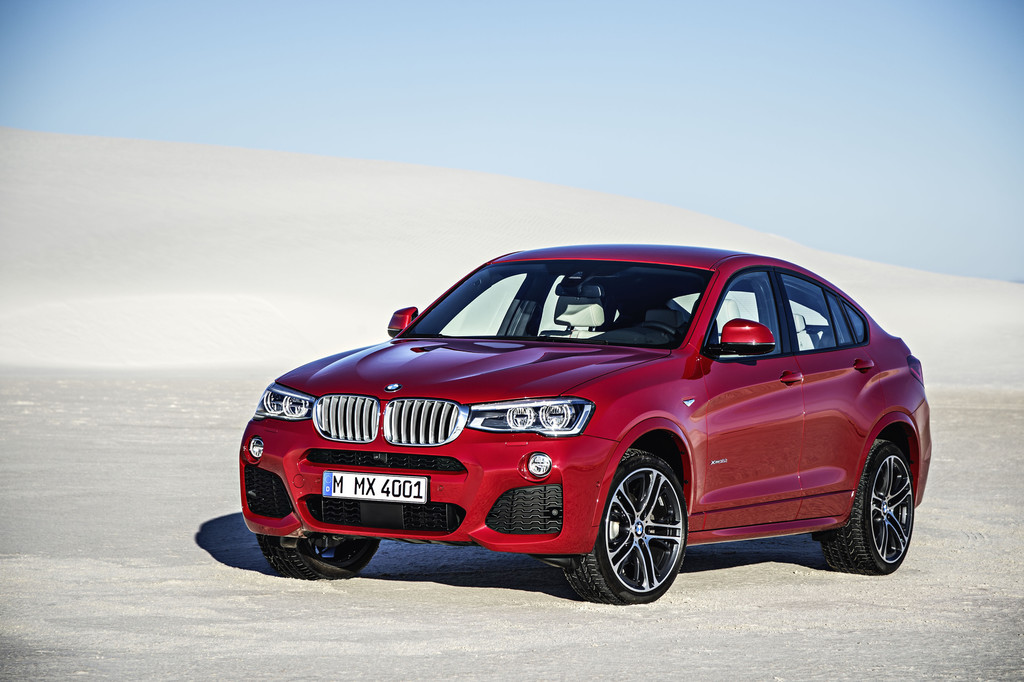 Roter BMW X4 Baujahr 2014 in der Frontansicht