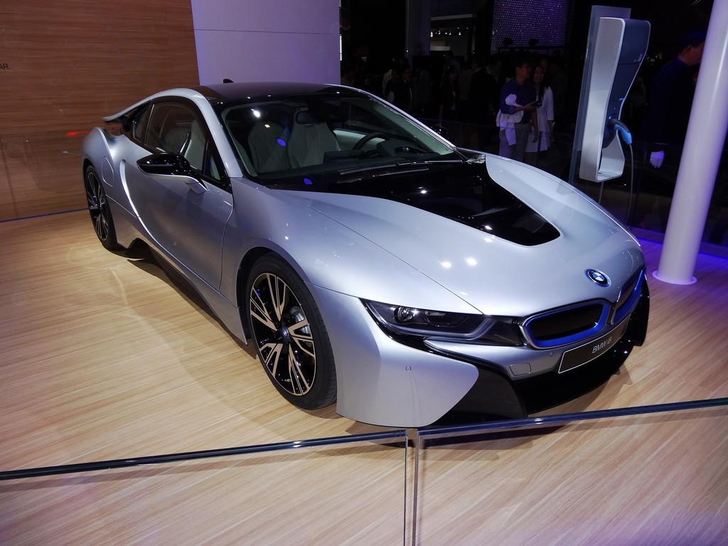 Hybrid-Supersportwagen BMW i8 bei einer Ausstellung