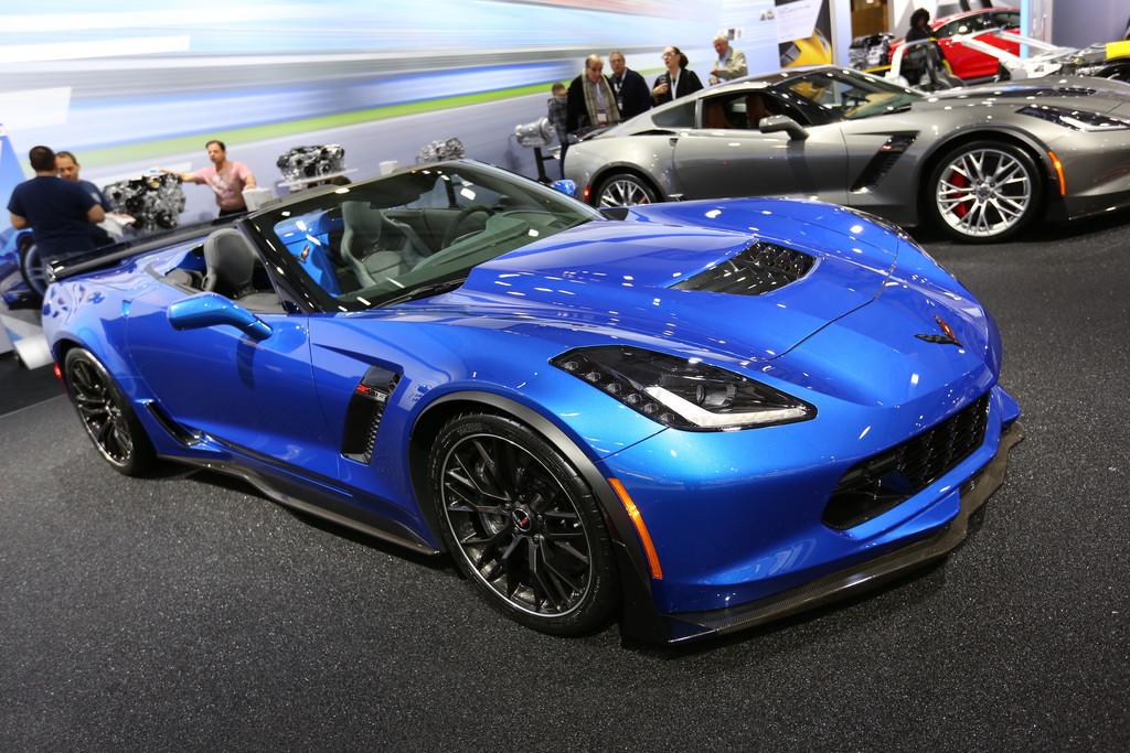 Das neue Chevrolet Corvette ZR06 Cabriolet in blau auf New York Auto Show 2014