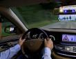 Die Car-to-Car-Kommunikation weist auf nahende Rettungsfahrzeuge hin.