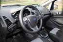 Der Innenraum des Ford Ecosport 1.0 l Ecoboost mit viel Plastik