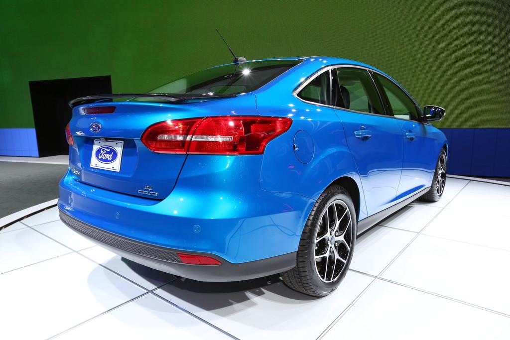 Neuer Ford Focus Viertürer auf New York Autoshow 2014