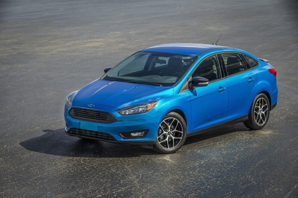 Der neue Ford Focus als Viertürer (Blau-Metallic)