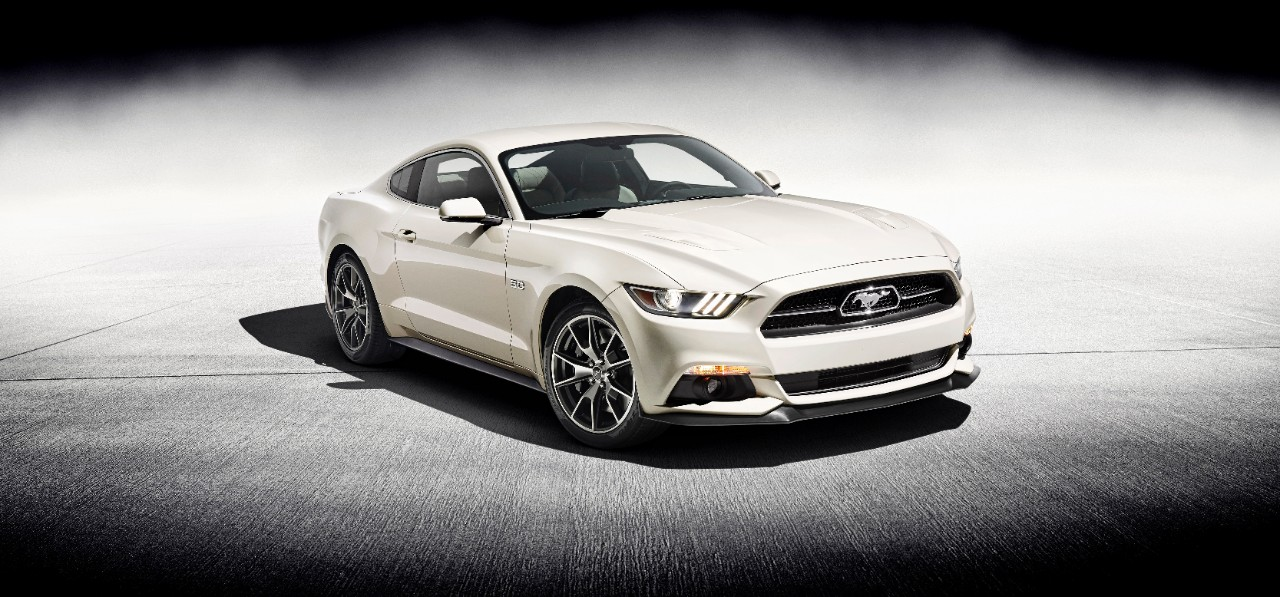 Ford Mustang 50 Year Limited Edition in der Farbe Wimbledon White