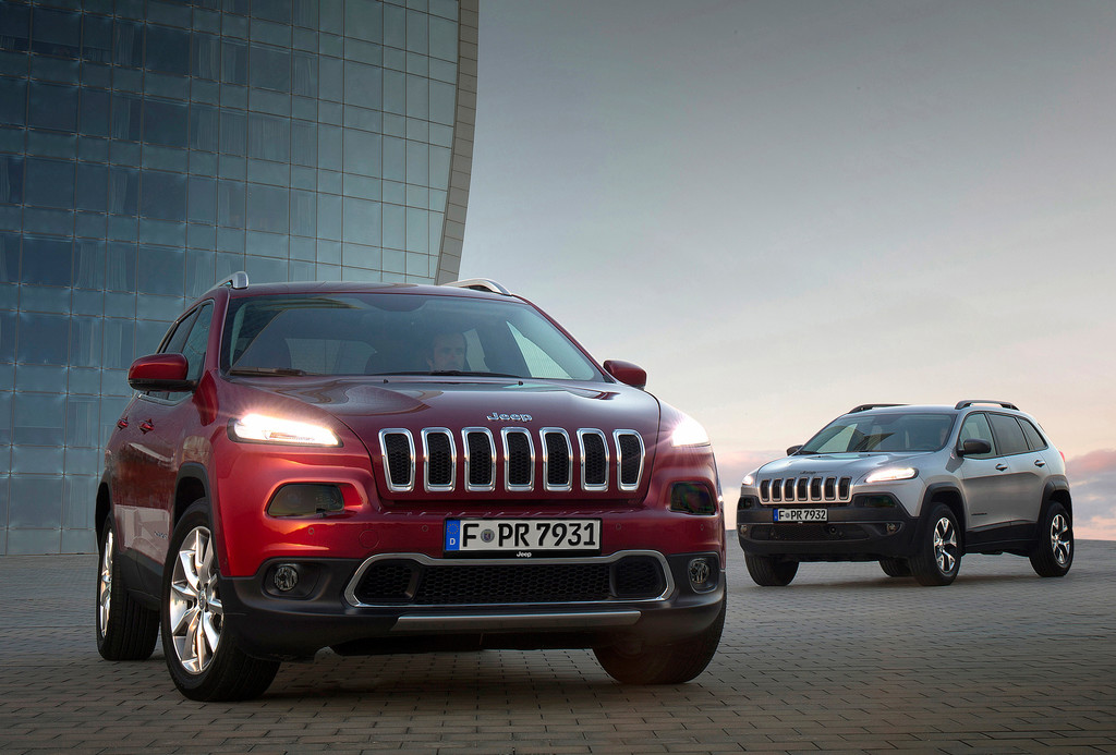 Die beiden Ausstattungsvarianten Jeep Cherokee Limited und Trail Hawk