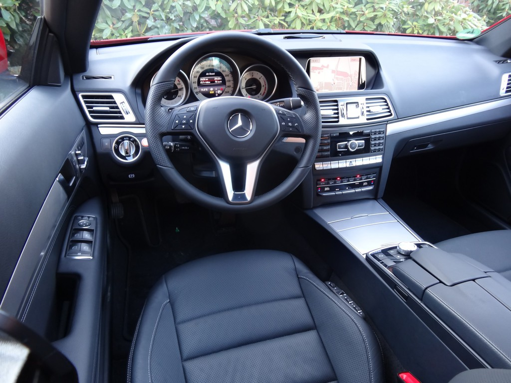 galerie mercedes benz e 220 cdi coup cockpit bilder. Black Bedroom Furniture Sets. Home Design Ideas