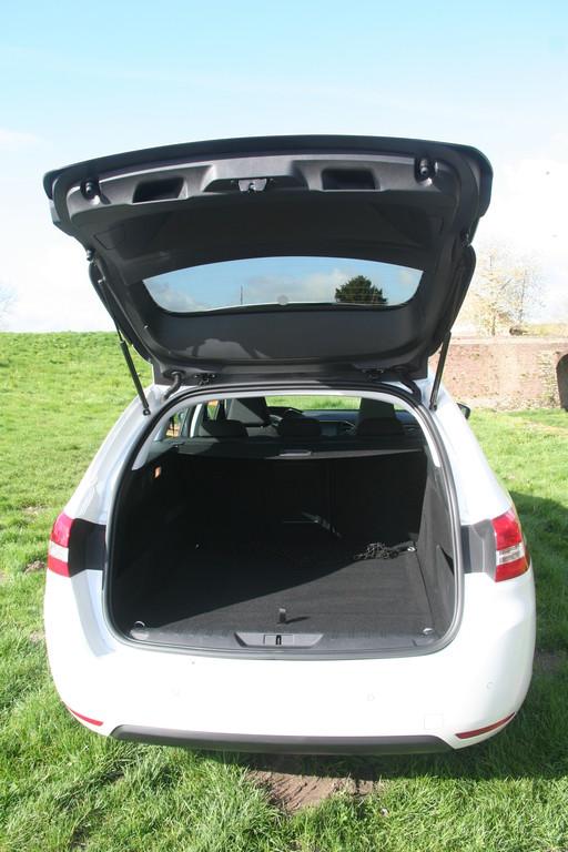 Das Kofferraumvolumen des Peugeot 308 SW beträgt 610 Liter