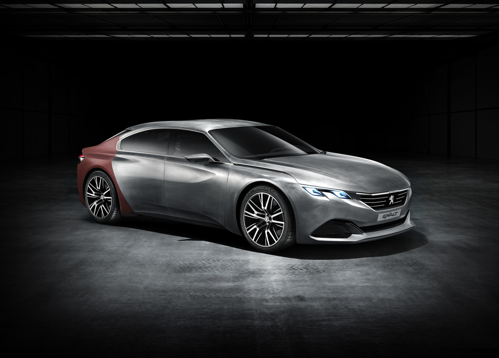 Concept Car Peugeot Exalt in silber / rot