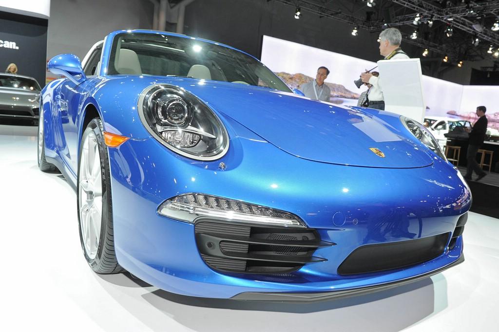 Porsche 911 Targa in Hellblau auf der New Yorker Automesse 2014