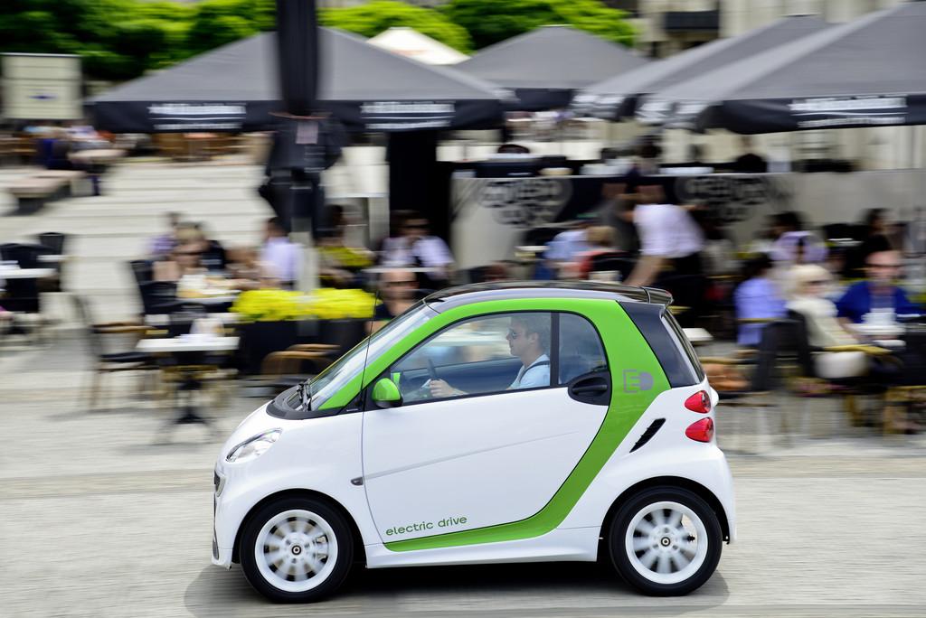 Elektrofahrzeug Smart Fortwo Electric Drive in der Seitenansicht
