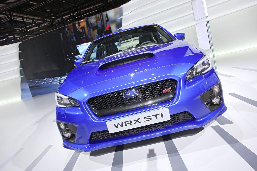 Der Kühlergrill und die neuen Scheinwerfer des Subaru WRX STi