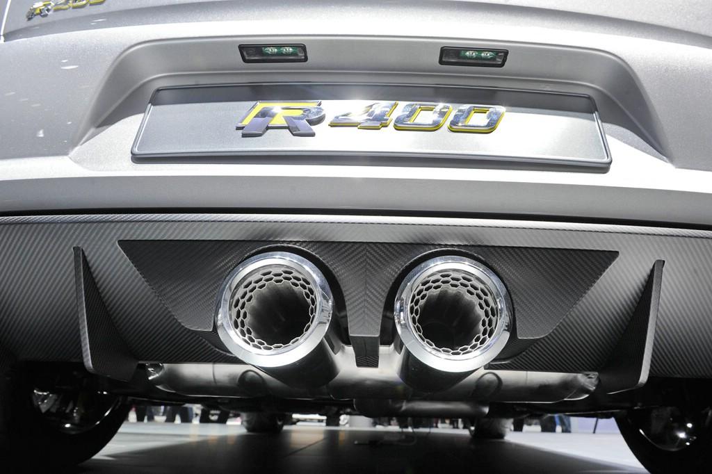 Die Doppelauspuffendrohre des VW Golf R 400