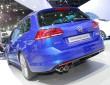 VW Golf SportWagen in Dunkelblau in der Heckansicht