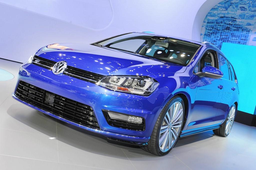 VW Golf SportWagen in Blau auf der New York Motor Show 2014