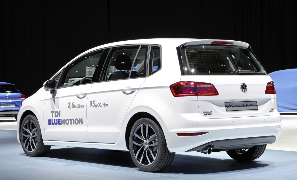Der VW Golf Sportsvan TDI Blue Motion bei einer Ausstellung
