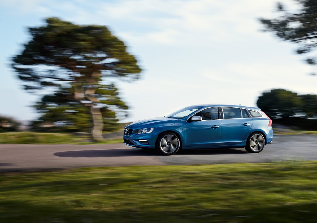 2014 Volvo V60 Plug-in Hybrid als R-Design in blau