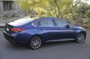 Die zweite Generation des Hyundai Genesis in blau