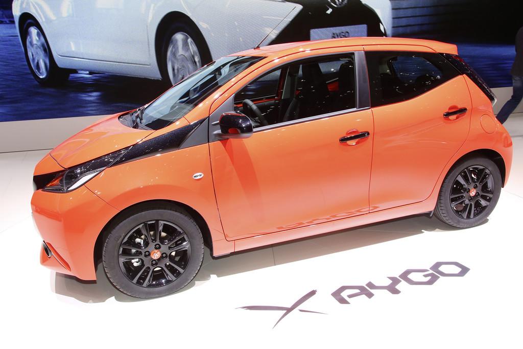 Toyota Aygo bei einer Präsentation auf einer Automesse