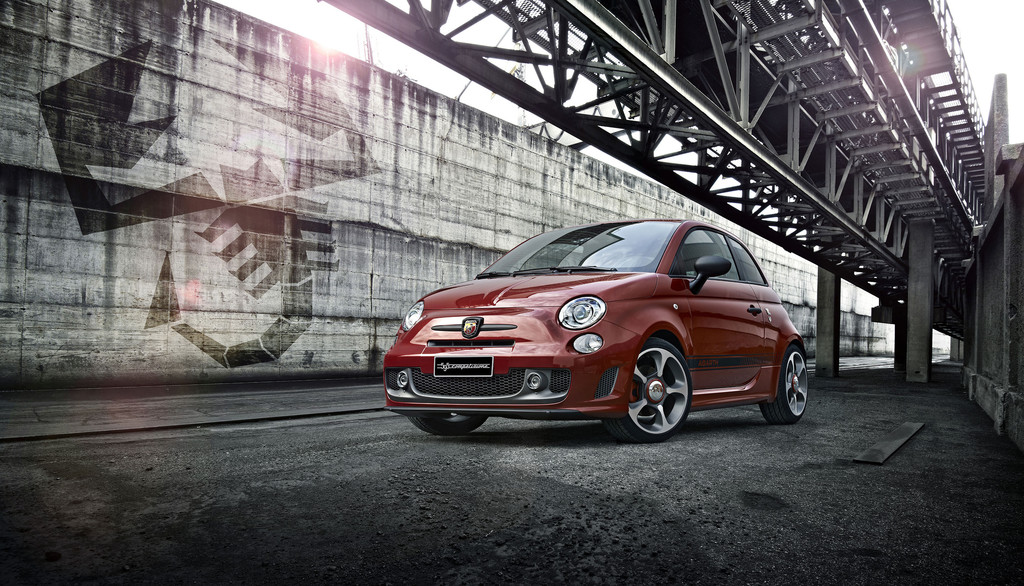 2014 Abarth 595 Competizione in rot, Exterieur