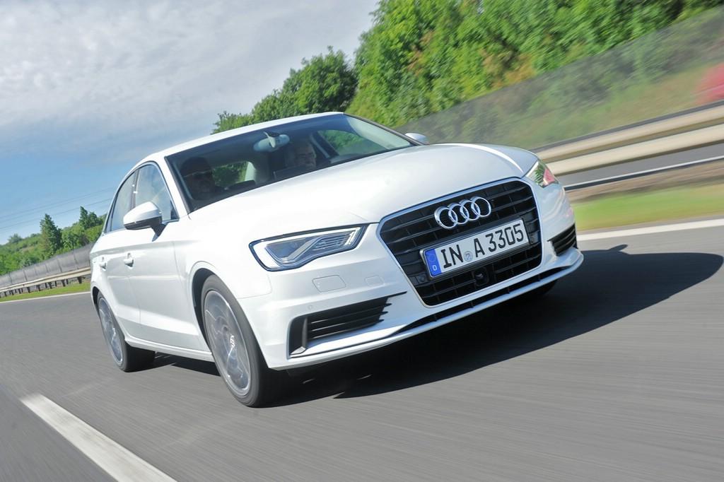 Audi A3 Limousine 1.4 TFSI in weiß auf der Autobahn