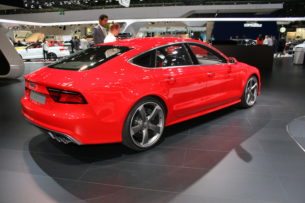 Roter Audi S7 Sportback Facelift-Modell auf der AMI 2014