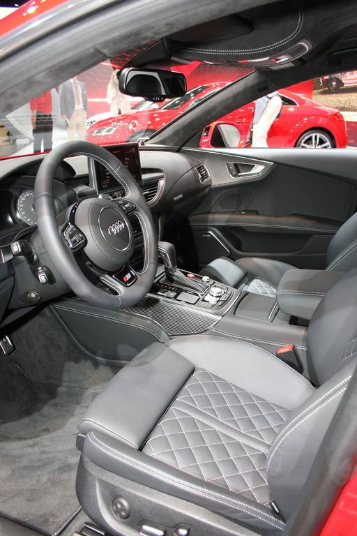 Fahrer und Beifahrersitz des Audi S7 Sportback