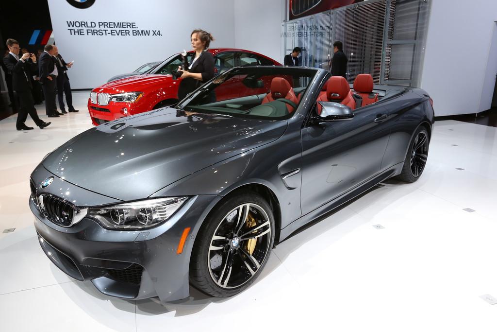 BMW M4 Cabrio auf einer Automobilmesse im Jahr 2014